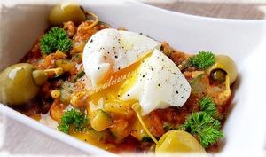 Caponata aux olives farcies et oeuf mollet