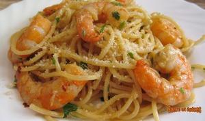 Spaghetti à l'huile et à l'ail aux crevettes