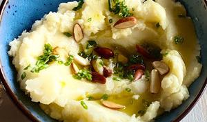 Écrasée de pommes de terre avec amandes grillées
