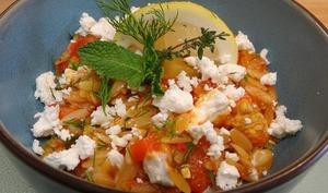 Poulet et risetti à la grecque, feta, origan, aneth et menthe