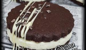 Biscuits au cacao fourrés à la vanille