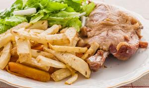 Confit d'oie, frites de céleri et patates douces