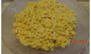 Coquillettes en sauce crémeuse au fromage