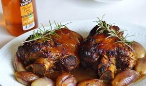 Jarret de porc glacé au miel et vinaigre de cidre échalotes confites