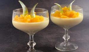 Panna cotta vanillée et ananas caramélisé au rhum