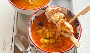 Soupe de maïs au curry et brochettes de poulet