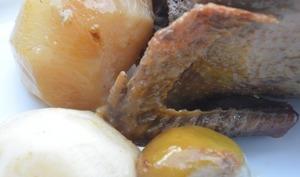 Pigeons farcis en cocotte, confit de poires sur un lit d'épinards-navets