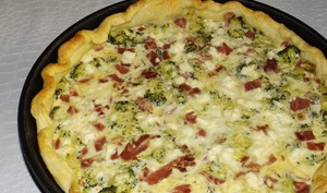 Tarte aux brocolis, jambon cru et feta