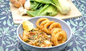 Bok choy sauté aux calamars frits