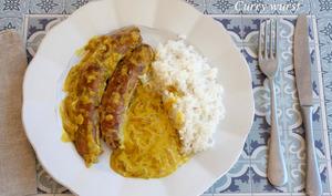 Curry wurst à la bière et aux poireaux