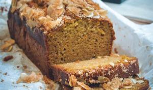 Cake moelleux au potimarron, à l'orange et aux épices, glaçage aux amandes