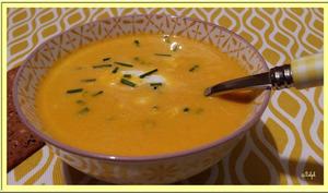 Velouté de carottes, crème de chèvre ciboulette
