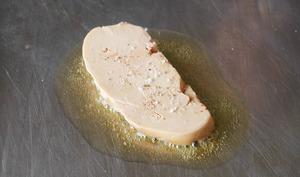 Escalopes de foie gras frais poêlées