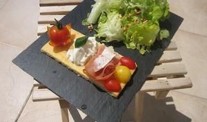 Tomate-Mozzarella sur croquant de parmesan