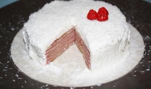 Gâteau de crêpes goyave-coco