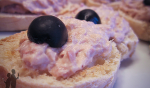 Bruschetta à la crème de thon et aux olives