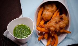 Fish & chips et son pesto de coriandre