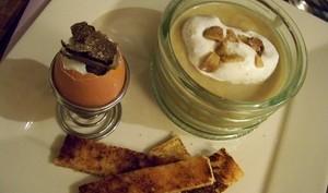 soupe de panais, chantilly au sumac et son oeuf coque truffé