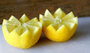 Historier un citron en dents de loup