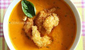 Soupe de tomates et carottes froide au basilic -Crevettes tempura