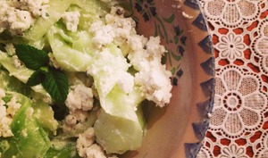 Salade de concombre au chèvre frais