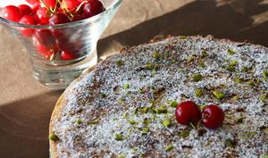 Tarte streusel à la cerise et crème d'amande à la pistache