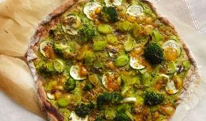 Pizza verte semi-complète à la crème de courgettes
