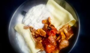 Sauté de veau Marengo aux girolles en raviole ouverte et écume de parmesan