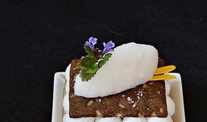 Roquefort / poires / croustillant de seigle / sorbet au vin jaune