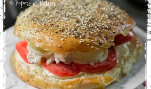 Hamburgers au poulet, aux tomates et au crottin de Chavignol