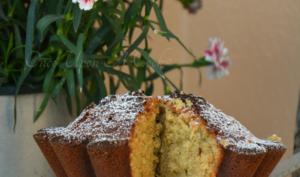 Le gâteau moelleux au miel et à la vanille