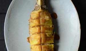 Ananas au four et sauce au caramel