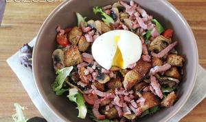Salade paysanne légère et oeuf mollet