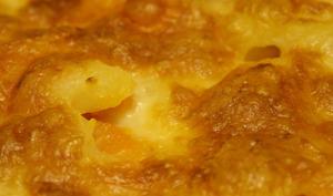Gratin de pommes de terre, fromages, oignons caramélisés, jambon