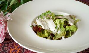 Salade de bar tiède à l'huile de noisette
