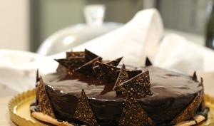 Entremets chocolat et croustillant praliné-cacahuètes