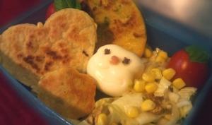 Bento lunchbox Saint-Valentin pancakes coeurs citrouille, jambon cru, salade