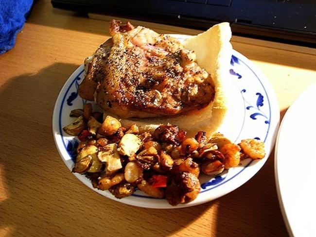 Cuisses de poulet à la plancha, farcies aux herbes et aux noix