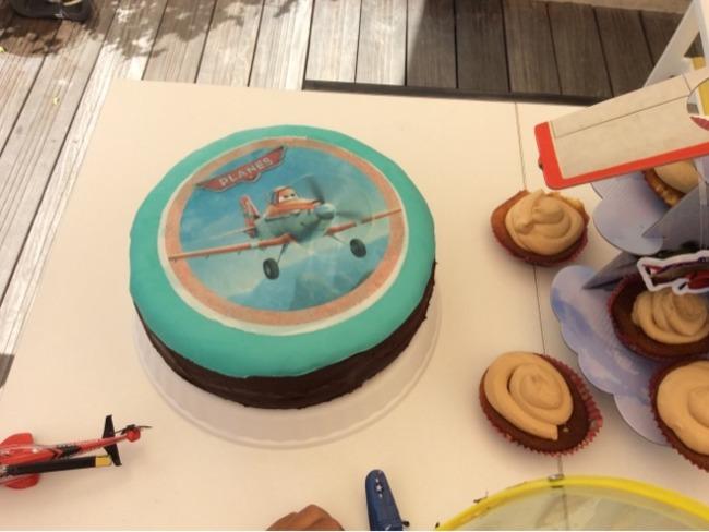 Gâteau d'anniversaire au chocolat Planes