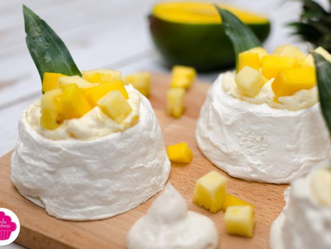 Mini pavlova à la mangue et à l'ananas