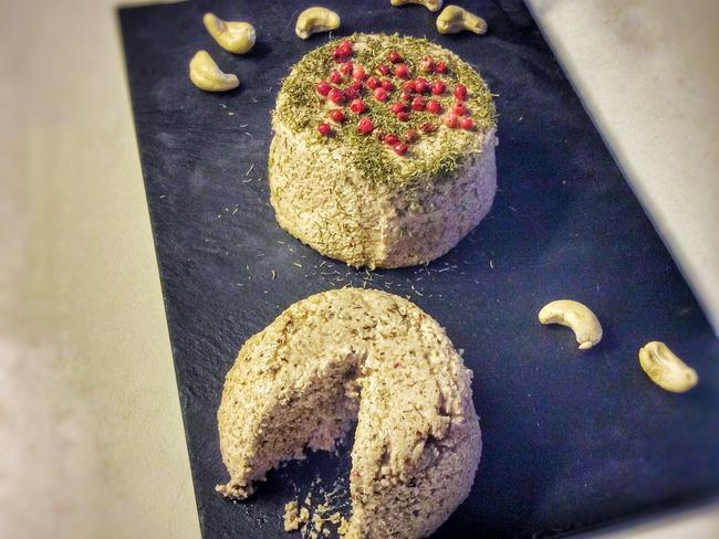 Fromage végétal frais aux baies roses et à l'aneth