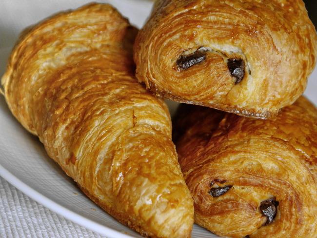 Croissants et pains au chocolat - Découpe et cuisson