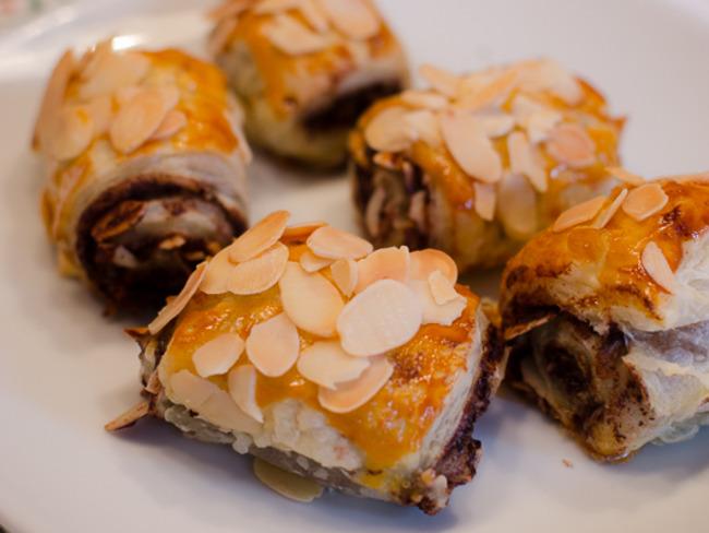 Feuilletés au chocolat et aux amandes effilées