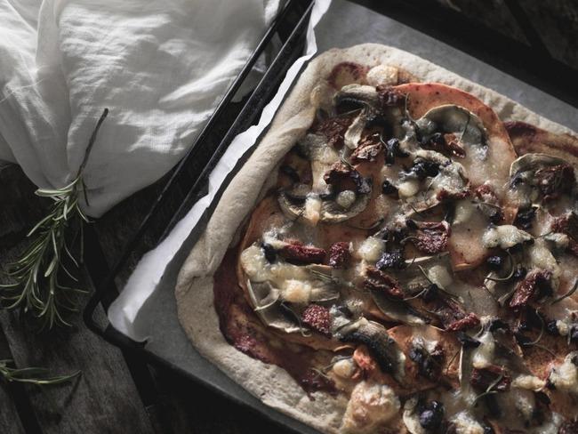 Pizza à la courge rôtie et aux tomates séchées