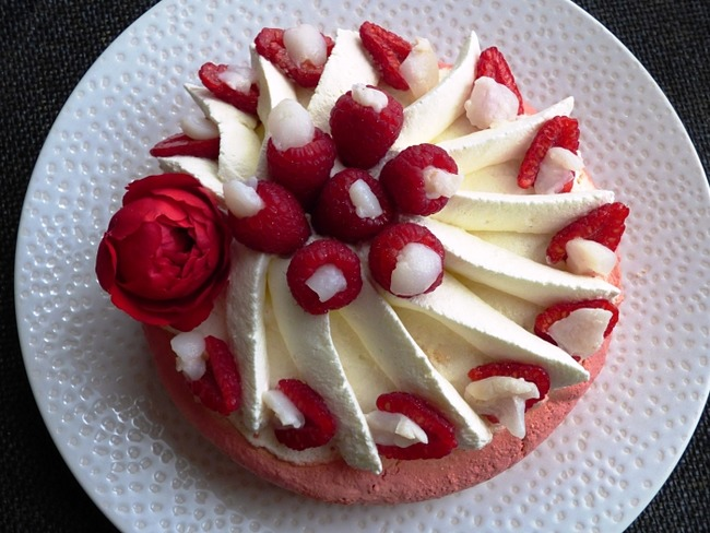 Pavlova framboise, rose, litchi