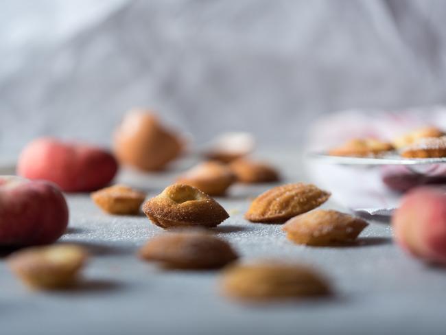 Mini madeleines aux pêches plates