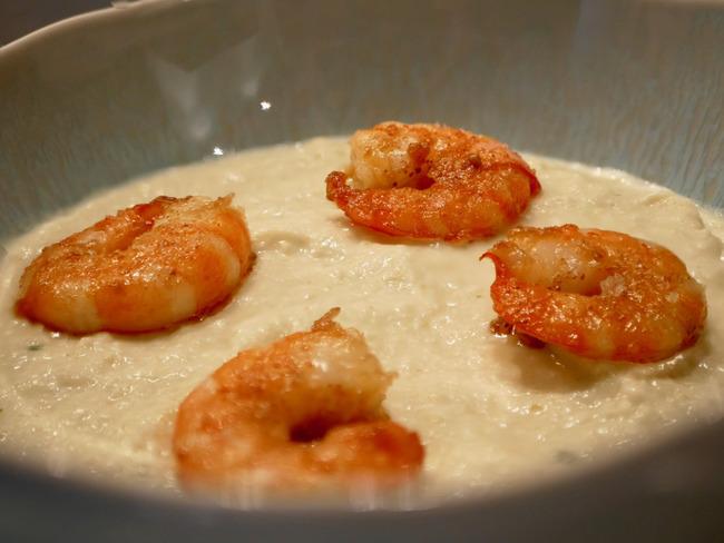 Crème de fenouil et crevettes snackées.