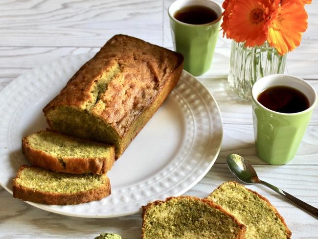 Cake marbré au thé matcha et à la vanille