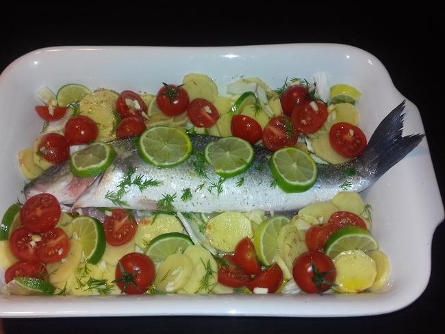 Bar ou loup de mer, petits légumes et citron vert