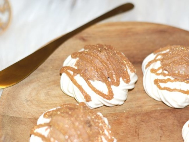 Mini pavlova – Crème de marron, chocolat au lait et fève tonka